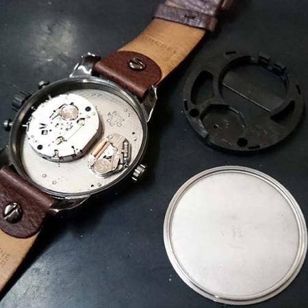 DIESEL (ディーゼル) の 腕時計の電池交換3.jpg